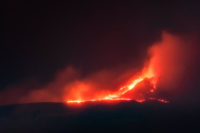 Imagen der archivo de una erupción en el volcán Etna, en Sicilia.
