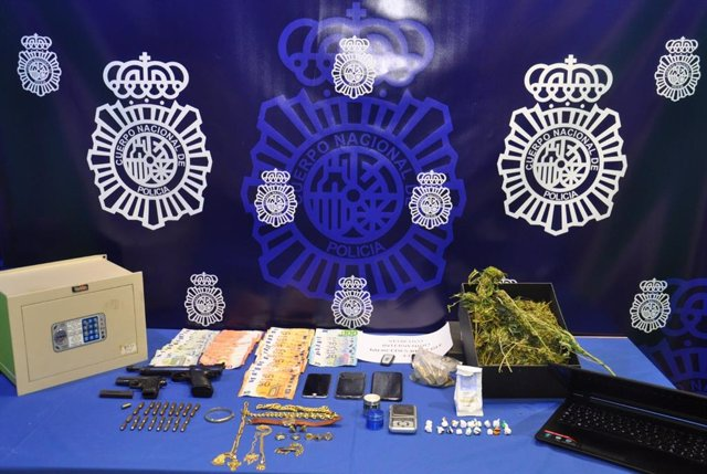 Efectos ocupados a los tres detenidos en Valladolid por integrar una red de explotación sexual de mujeres.