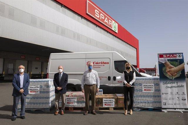 SPAR Gran Canaria dona 2.158 kilos de leche y zumos a Cáritas Canarias