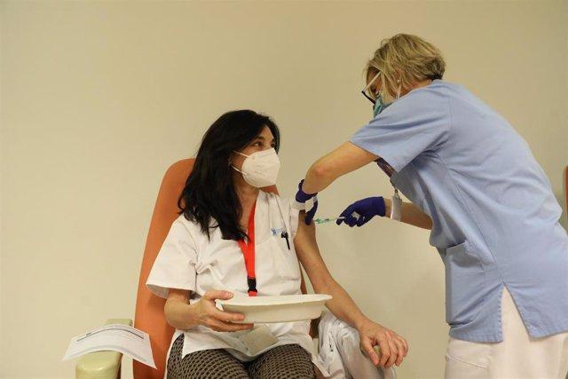 Cvirus.- La Comunidad de Madrid diseña el operativo para vacunar a más de 30.000 grandes dependientes y sus cuidadores