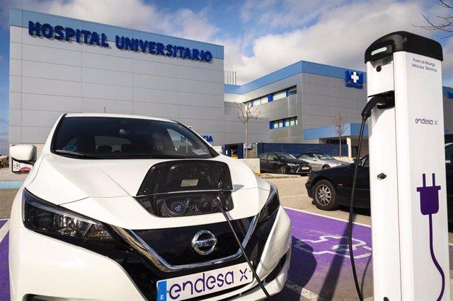 Economía.- Endesa instala 16 puntos de recarga para coches eléctricos en 4 centros de HM Hospitales en Madrid y Galicia