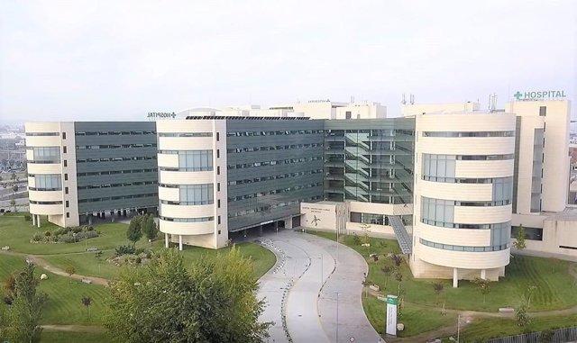 Archivo - Coronavirus.- Andalucía baja en 197 los hospitalizados hasta 3.191 y en 21 los pacientes en UCI hasta 643