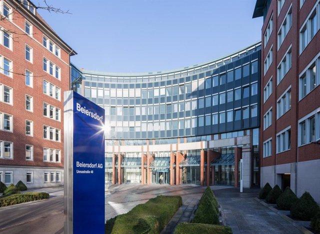 Archivo - Alemania.- Beiersdorf, dueño de Nivea, gana 577 millones en 2020, un 21,7% menos