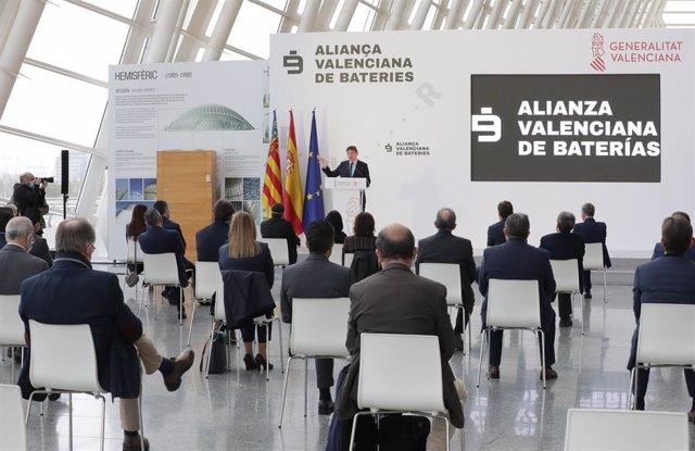 """Generalitat y empresas plantean una """"gigafactoría"""" de baterías y un centro de investigación para crear 30.000 empleos"""