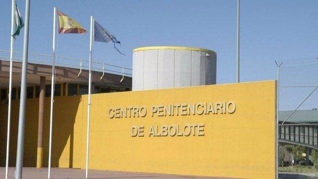 Archivo - Granada.- Sucesos.- Dos funcionarios heridos al reducir a un interno en el área de Enfermería de la prisión de Albolote
