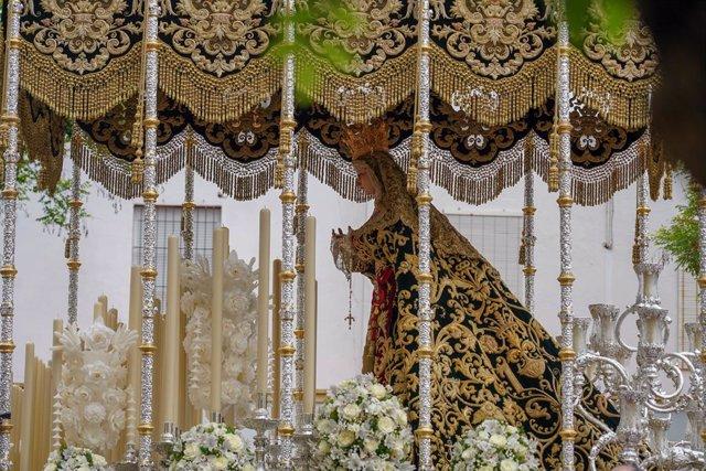 Archivo - Cvirus.- El Vaticano pide prudencia a los obispos en las celebraciones de Semana Santa y adaptarlas a la pandemia