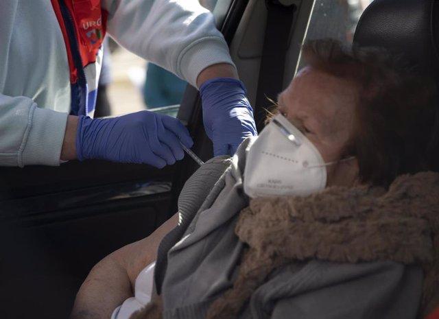 Cvirus.- El 80% de los españoles está dispuesto a ponerse la vacuna, un 18% más que en diciembre