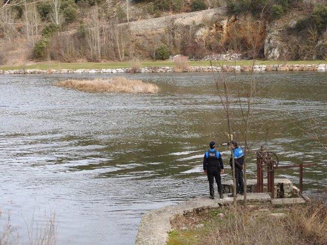 AMP.- Buscan a un joven desaparecido cuando nadaba en el Duero a su paso por Soria