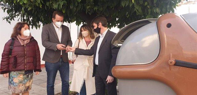 Archivo - Sevilla.- Lipasam inicia la instalación de nuevos contenedores de biorresiduos en San Jerónimo y la Bachillera