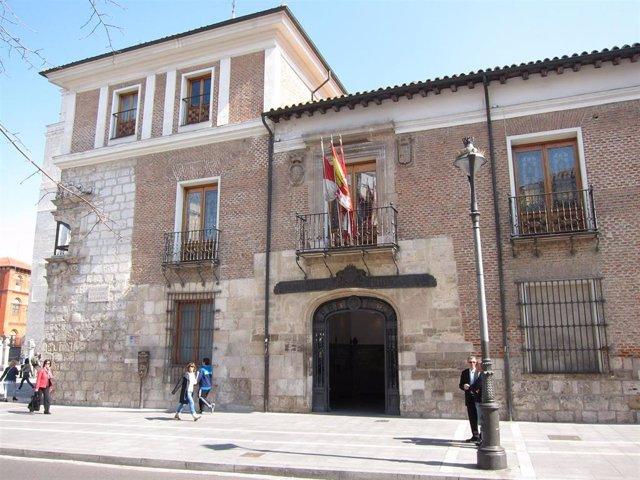 Archivo - Cvirus.- Aprobada modificación presupuestaria de más de 10 millones para el Plan de Choque de Diputación de Valladolid