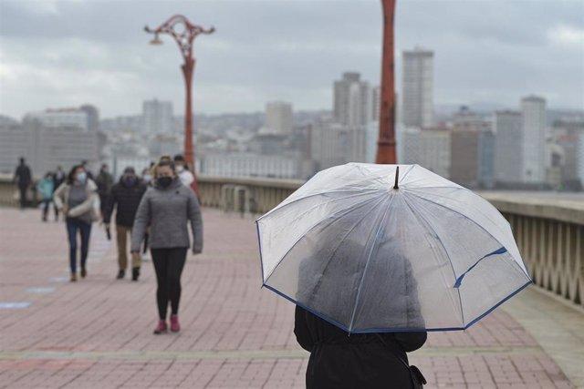 Archivo - El viento, la lluvia y el fuerte oleaje pondrán mañana en riesgo a 8 provincias de Galicia, el Cantábrico y norte de CyL