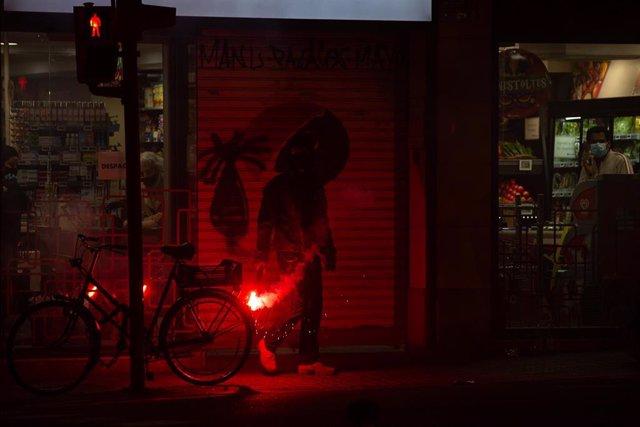 Pierde el ojo una joven herida durante los disturbios en Barcelona por la detención de Hasél