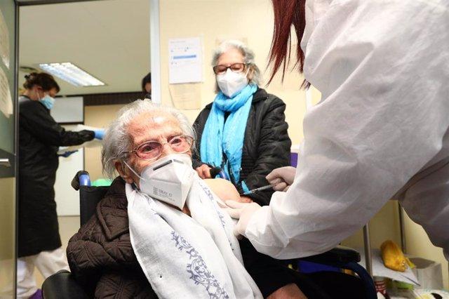 Coronavirus.- Aragón empieza a vacunar a los mayores de 80 años y distribuye esta semana 1.800 dosis