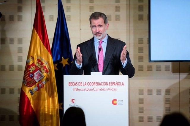 """El Rey anima a ampliar las becas de la Cooperación Española """"en la medida de lo posible"""""""