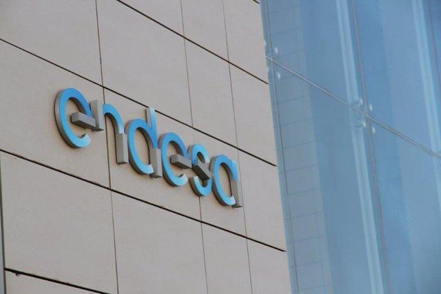 Archivo - Economía.- Fitch mantiene el rating de Enel y Endesa en 'A-', con perspectiva 'estable'