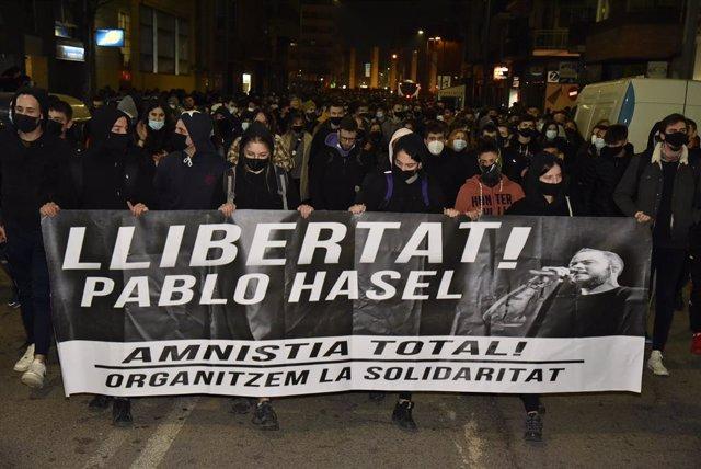Unas mil personas protestan en Lleida por el encarcelamiento de Pablo Hasél