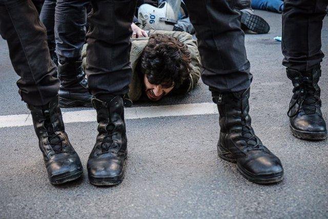 """Turquía.- HRW urge a Turquía a """"respetar la libertad de reunión"""" y liberar a los estudiantes detenidos durante protestas"""
