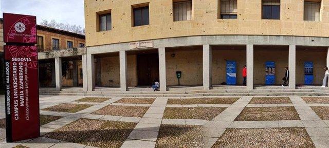 La lonja de la antigua facultad de Magisterio de Segovia acoge la exposición 'Cada gota cuenta' de Unicef