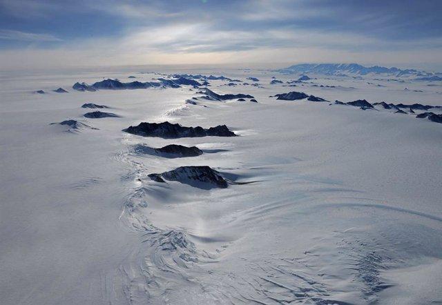 Archivo - Ciencia.-Lagos bajo el hielo antártico pueden ser más habitables de lo pensado