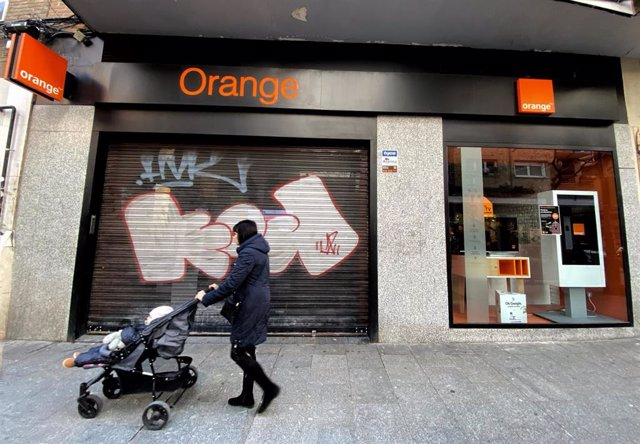 Archivo - Economía.- Orange supera los 3,3 millones de clientes de fibra en 2020 tras sumar casi 155.000 nuevos accesos en un año