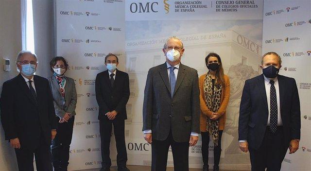 CGCOM y la UCM firman un convenio para trabajar en la protección social, formación y cooperación de los futuros médicos