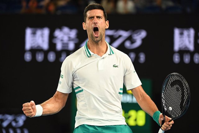 Tenis.-Tenis/Australia.- Djokovic acaba con el sueño de Karatsev y se convierte en el primer finalista del Abierto de Australia