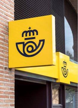 Economía.- Los clientes del Santander ya pueden retirar e ingresar efectivo desde las oficinas de Correos