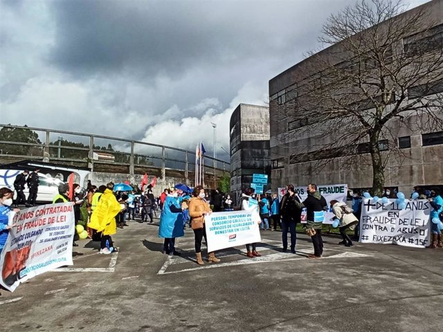 Trabajadoras del Consorcio de Benestar en huelga apelan a la Xunta a negociar la estabilización de sus puestos
