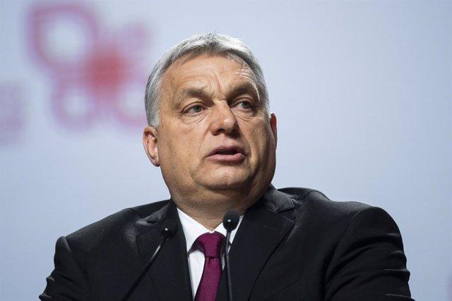 Hungría.- Bruselas amenaza con multar a Hungría si Orban no retira la ley contra la financiación extranjera de ONG