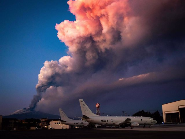 16 February 2021, Italy, Catania: Aircraft stand at the US Naval Base Sigonella while ash and smoke rise from Etna volcano in the background. The volcano had erupted for just under an hour on Tuesday evening. Photo: Mc2 Austin Ingram/U.S. Navy/Planet Pix