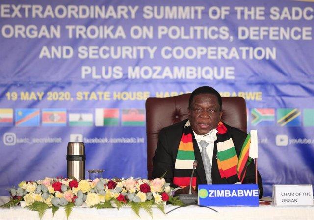 Archivo - El presidente de Zimbabue, Emmerson Mnangagwa