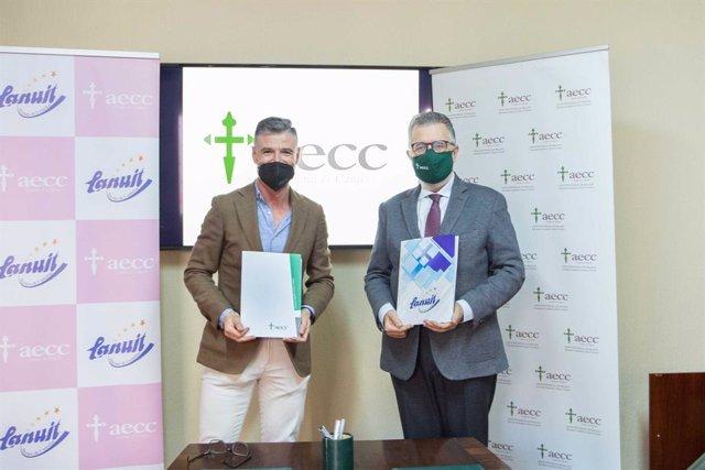 Gerente de la empresa, Raimundo Artacho, y el presidente de la AECC de Málaga, Francisco Aguilar