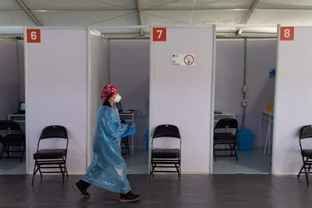 03 February 2021, Chile, Santiago: A health worker walks past the booths set up at the for a vaccination centre mounted at the Bicentenario Stadium, on the first day of mass vaccination. Photo: Matias Basualdo/ZUMA Wire/dpa