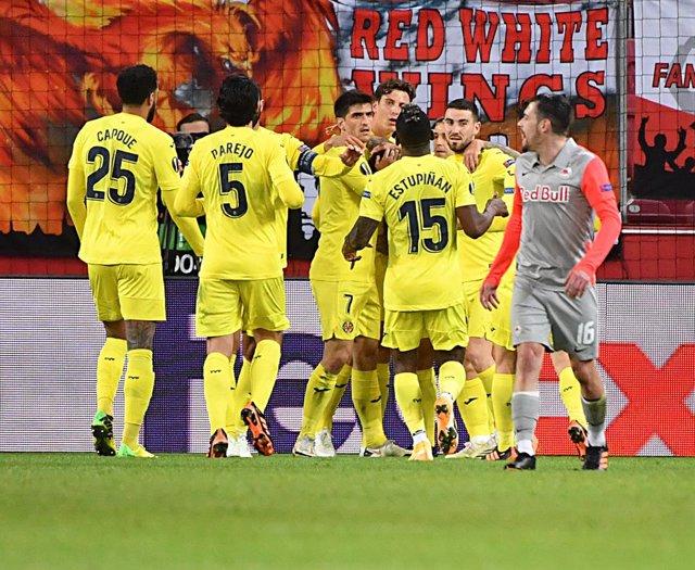18 February 2021, Austria, Salzburg: Villarreal players celebrate their first goal during the UEFA Europa League round of 32 first leg soccer match between FC Salzburg and Villarreal CF at the Red Bull Arena Salzburg. Photo: Unbekannt/APA/dpa