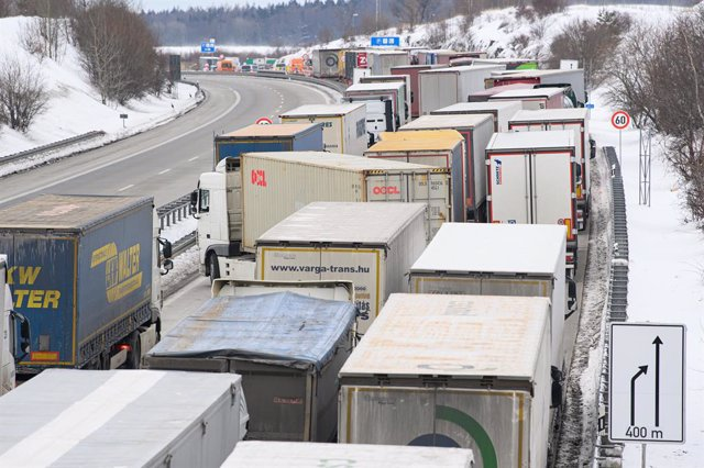 15 February 2021, Saxony, Bad Gottleuba: Trucks are jammed on the Autobahn 17 in the direction of Dresden as German police officers check entrants near the border crossing with the Czech Republic. The German entry rules at the borders with the Czech Repub