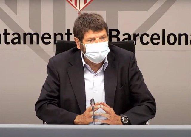 Archivo - El tinent de Seguretat de Barcelona, Albert Batlle, en una roda de premsa.