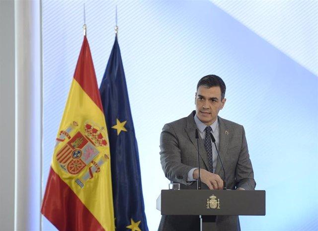 El presidente del Gobierno, Pedro Sánchez, preside el acto de firma del Protocolo sobre Alquiler Social de Viviendas, en La Moncloa, Madrid, (España), a 17 de febrero de 2021. Sánchez informará sobre el aumento del parque de vivienda social para colectivo