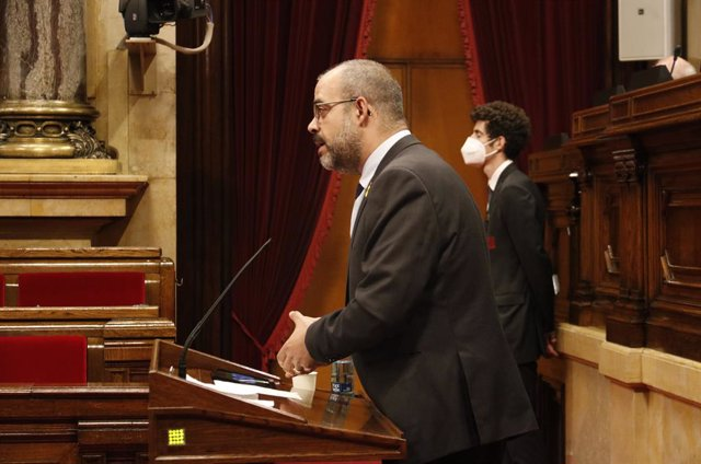 Archivo - L'exconseller de la Generalitat Miquel Buch en el ple del Parlament del 18 de juny (Arxiu)