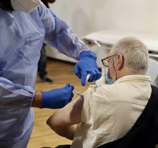 Archivo - Vacunas contra la COVID-19