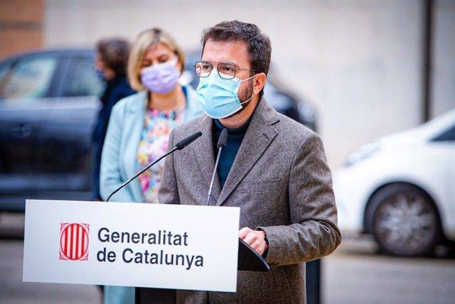 El vicepresident de la Generalitat en funcions, Pere Aragonès, en roda de premsa al costat de la consellera de Salut, Alba Vergés
