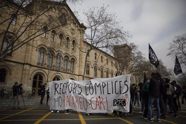 Manifestació d'estudiants del SEPC a Barcelona contra l'empresonament del raper Pablo Hasél