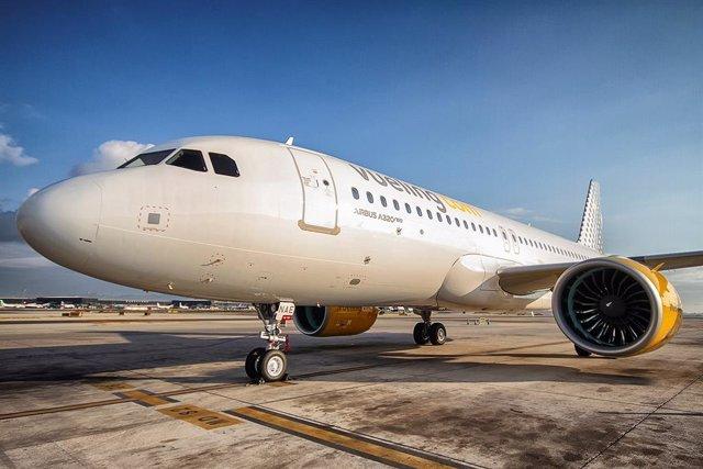 Archivo - Avión de Vueling