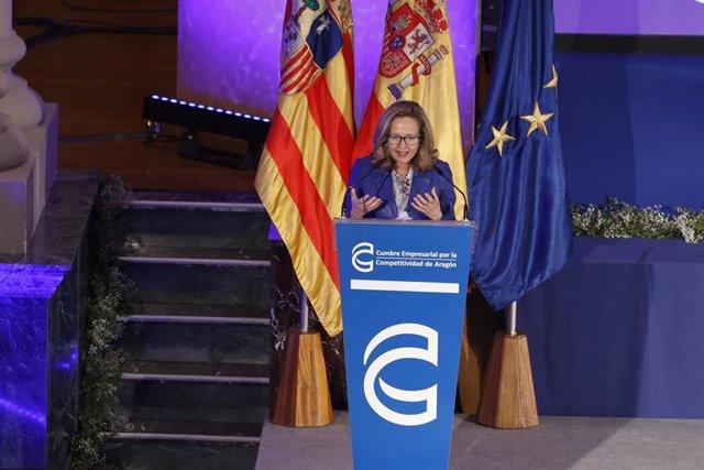 La vicepresidenta tercera y ministra de Asuntos Económicos y Transformación Digital, Nadia Calviño, interviene durante la V Cumbre Empresarial por la Competitividad de Aragón, este viernes.