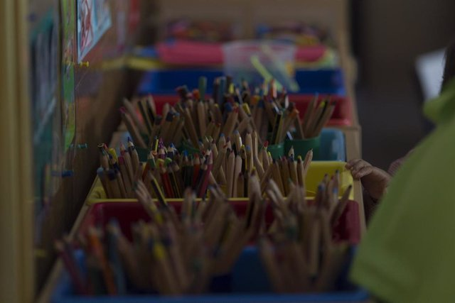 Archivo - Colegio, aula, primaria, infantil, clase, niño, niña, niños, jugando, jugar, juegos, lápiz, lápices, dibujar, dibujo