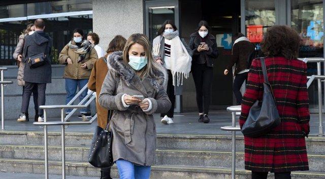 Archivo - La fatiga pandémica ha hecho mella en los jóvenes, según una encuesta.