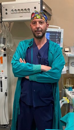 El doctor Carlos Suárez Fonseca, del Grupo de Urología de Mínima Invasión del complejo hospitalario Ruber Juan Bravo.