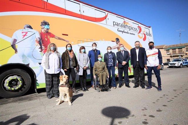 La alcaldesa de Toledo, Milagros Tolón, con miembros del Comité Paralímpico Español