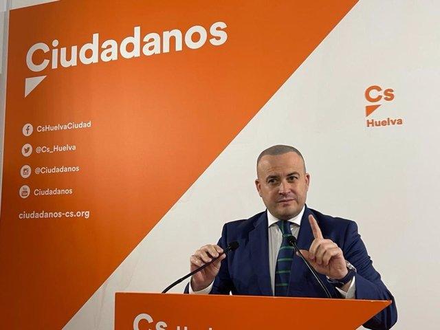 Julio Díaz, en rueda de prensa en Huelva.