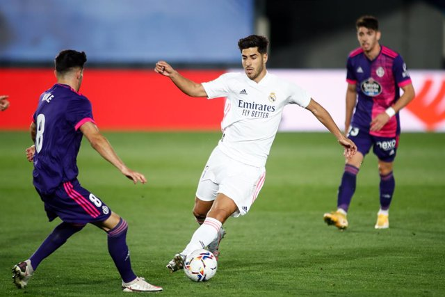 Archivo - Marco Asensio of Real Madrid and Kike Perez of Real Valladolid in action during the spanish league, La Liga Santander, football match played between Real Madrid and Real Valladolid at Alfredo Di Stefano stadium on september 30, 2020 in Valdebeba