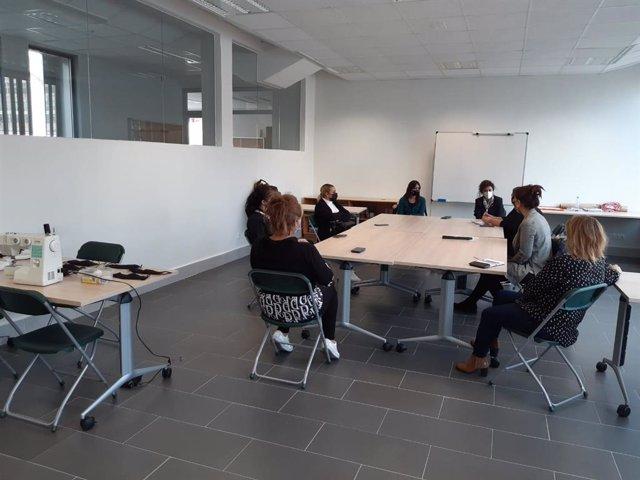 Sesión de trabajo con el grupo de mujeres participantes en el Plan de Convivencia Ciudadana Intercultural.